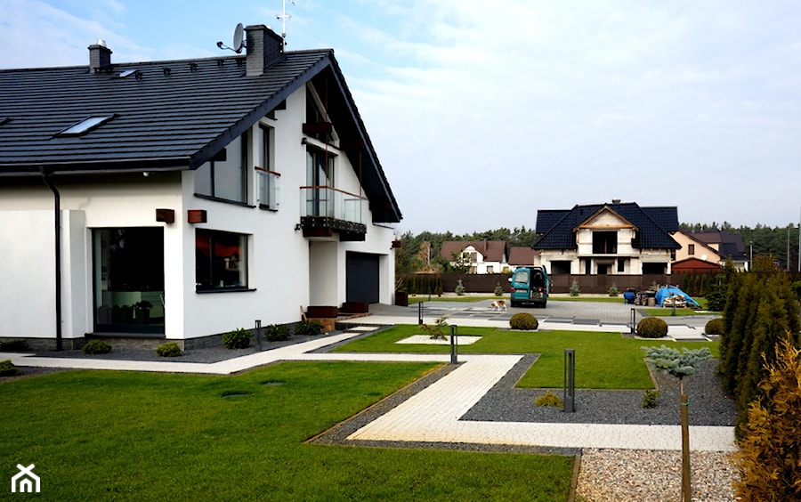 2 - Duże jednopiętrowe nowoczesne domy jednorodzinne murowane z dwuspadowym dachem, styl nowoczesny - zdjęcie od Brukomax