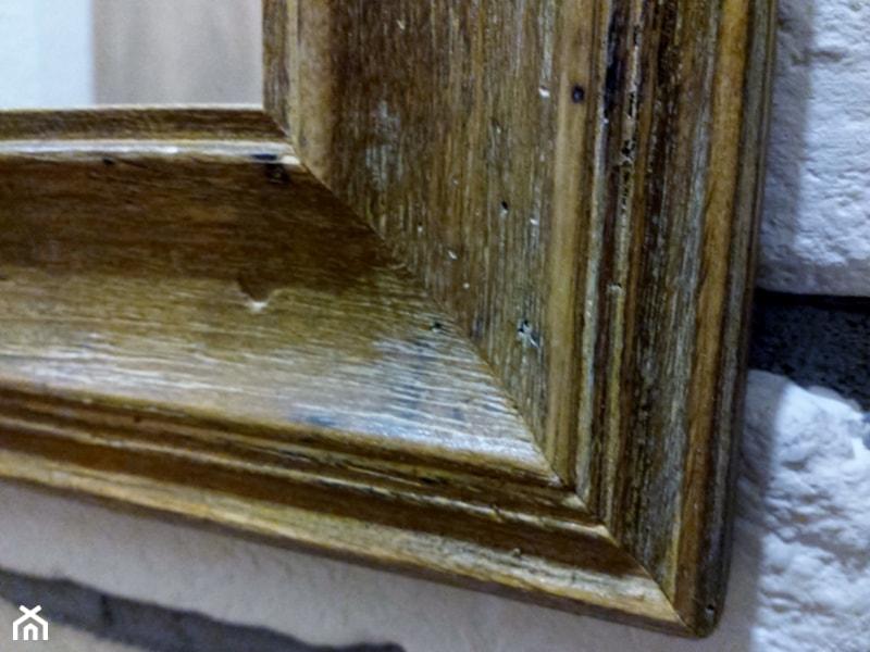 5d24aa38be Aranżacje wnętrz - Garderoba  Lustro w drewnianej ramie - Pawel Możdżeń.  Przeglądaj