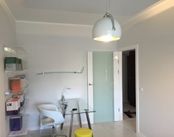 Barbakan - Małe szare biuro domowe w pokoju, styl nowoczesny - zdjęcie od Karolina Beyer