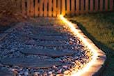 podświetlana ścieżka ogrodowa