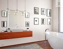 Kolekcja Tikkurila Optiva White - Duża beżowa łazienka w domu jednorodzinnym jako salon kąpielowy z oknem - zdjęcie od Tikkurila