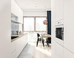 Mieszkanie 70m2 (2) Warszawa - Średnia otwarta biała szara kuchnia dwurzędowa w aneksie z oknem, styl nowoczesny - zdjęcie od INTERIOLOGY