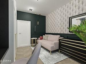 Apartament Żoliborz - Duże beżowe szare zielone biuro kącik do pracy w pokoju, styl nowojorski - zdjęcie od Piwońska&Serwa