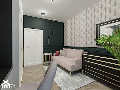Aranżacje wnętrz - Biuro: Apartament Żoliborz - Duże beżowe szare zielone biuro kącik do pracy w pokoju, styl nowojorski - Piwońska&Serwa. Przeglądaj, dodawaj i zapisuj najlepsze zdjęcia, pomysły i inspiracje designerskie. W bazie mamy już prawie milion fotografii!