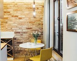Młynowa 44 Białystok - Mała otwarta biała brązowa jadalnia w kuchni, styl vintage - zdjęcie od Biuro projektowe Joanna Karwowska