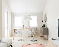 Mieszkanie z antresolą Białystok - Mały beżowy salon z jadalnią, styl eklektyczny - zdjęcie od Biuro projektowe Joanna Karwowska - Homebook