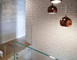 Projekt domu szeregowego - Średni biały szary hol / przedpokój - zdjęcie od Biuro projektowe Joanna Karwowska