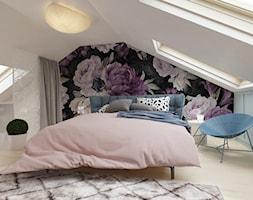 Mieszkanie z antresolą Białystok - Średnia beżowa niebieska sypialnia małżeńska na poddaszu, styl e ... - zdjęcie od Biuro projektowe Joanna Karwowska - Homebook
