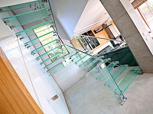 Szklane schody w domu jednorodzinnym