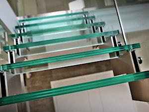 Nowoczesne schody szklane w domu jednorodzinnym