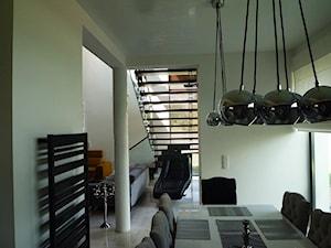 Schody metalowo drewniane Tierspol z całoszklanymi balustradami