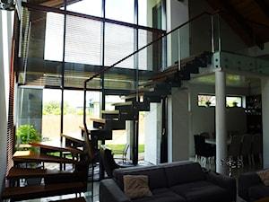 Stylowy dom na Mazurach z nowoczesnymi schodami Tierspol