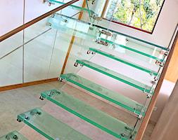 Szklane schody w domu jednorodzinnym - Schody, styl nowoczesny - zdjęcie od Tierspol producent schodów szklanych i całoszklanych - Homebook