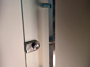 Drzwi z systemem samozamykającym