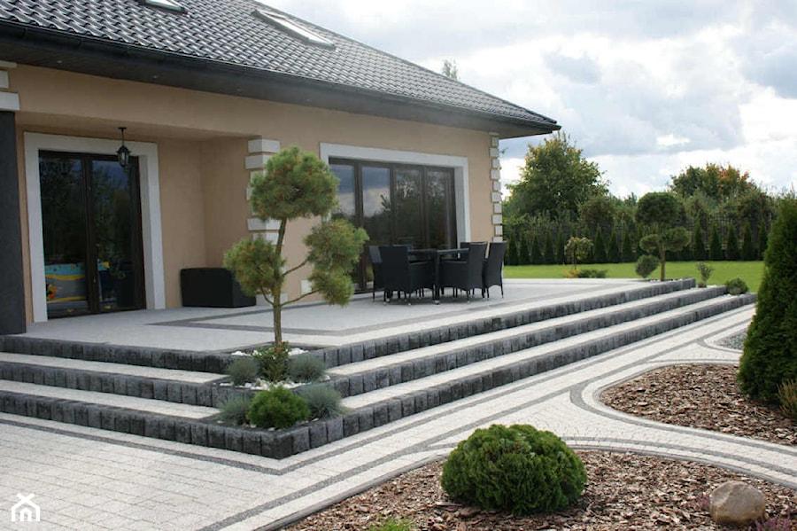 Jadar Garden - Duży taras z tyłu domu - zdjęcie od Jadar