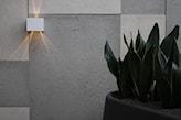 oświetlenie ściany betonowej