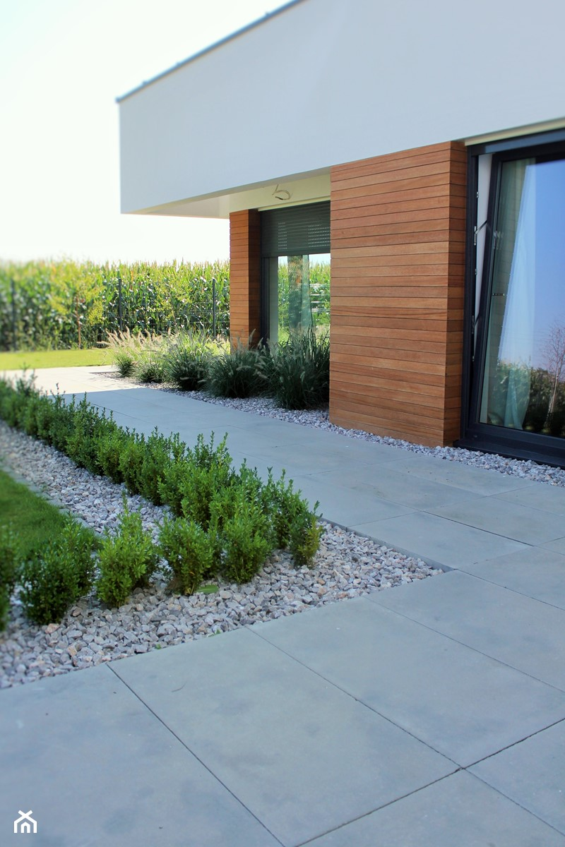 Jadar Garden - Średni ogród za domem, styl nowoczesny - zdjęcie od Jadar
