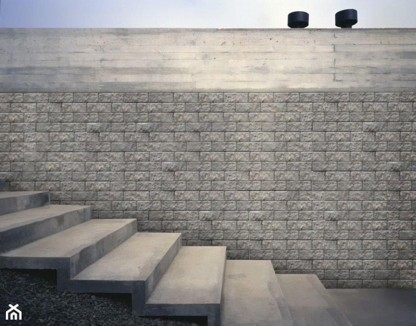 Jadar Garden - Małe wąskie schody jednobiegowe betonowe, styl industrialny - zdjęcie od Jadar