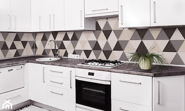 beton atchitektoniczny w kuchni, białe meble kuchenne