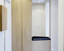 Przytulne wnętrze - Mały biały hol / przedpokój, styl nowoczesny - zdjęcie od NUKO STUDIO - Homebook
