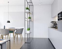 Pomysłowe wnętrze szeregówki - Średnia biała kuchnia jednorzędowa w aneksie, styl minimalistyczny - zdjęcie od NUKO STUDIO - Homebook