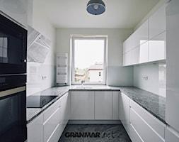 Blat+kuchenny+z+naturalnego+granitu+Wiscount+White+%7C+Kamieniarstwo+Borowa+G%C3%B3ra+-+zdj%C4%99cie+od+GRANMAR.net+-+Borowa+G%C3%B3ra