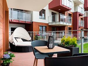 Design - Mały taras z przodu domu z tyłu domu - zdjęcie od Apartments M&M- obsługa i aranżacja nieruchomości