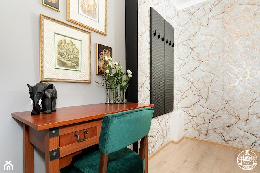 apartament turystyczny - Średni szary hol / przedpokój - zdjęcie od Apartments M&M- obsługa i aranżacja nieruchomości