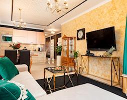 apartament turystyczny - Średni pomarańczowy salon z kuchnią z jadalnią - zdjęcie od Apartments M&M- obsługa i aranżacja nieruchomości