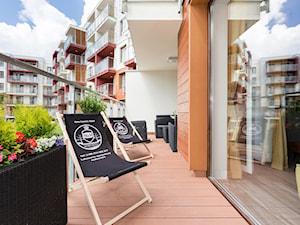 Apartament 41 metrów z przeznaczeniem pod wynajem - Mały taras z przodu domu z tyłu domu - zdjęcie od Apartments M&M- obsługa i aranżacja nieruchomości
