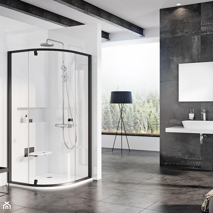 Kabiny prysznicowe - Duża biała czarna łazienka w bloku w domu jednorodzinnym z oknem, styl industrialny - zdjęcie od RAVAK