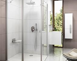 Koncept Chrome - Średnia biała różowa łazienka w domu jednorodzinnym z oknem - zdjęcie od RAVAK