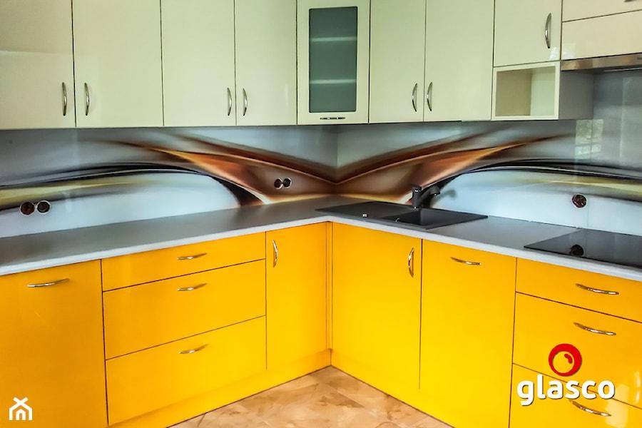 Glasco Liczy się EFEKT - Mała kuchnia w kształcie litery l z oknem - zdjęcie od Glasco