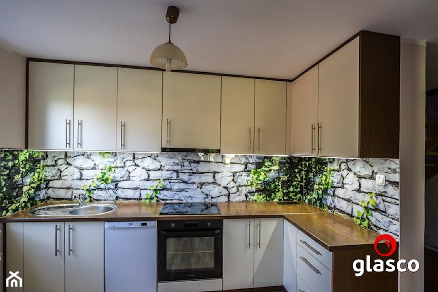 Glasco Liczy się EFEKT - Mała zamknięta kuchnia w kształcie litery l z oknem - zdjęcie od Glasco