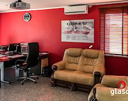 Glasco Liczy się EFEKT - Średnie beżowe czerwone biuro pracownia w pokoju - zdjęcie od Glasco