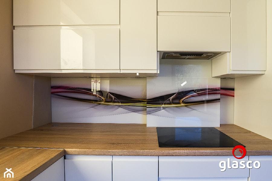 Glasco Liczy się EFEKT - Mała zamknięta szara kuchnia w kształcie litery l - zdjęcie od Glasco