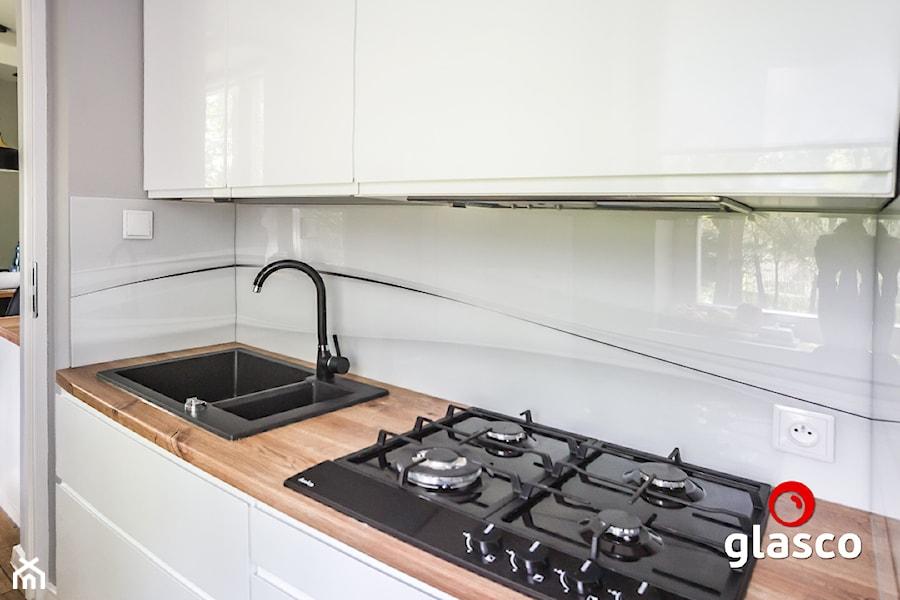 Glasco Liczy się EFEKT - Mała biała szara kuchnia jednorzędowa - zdjęcie od Glasco
