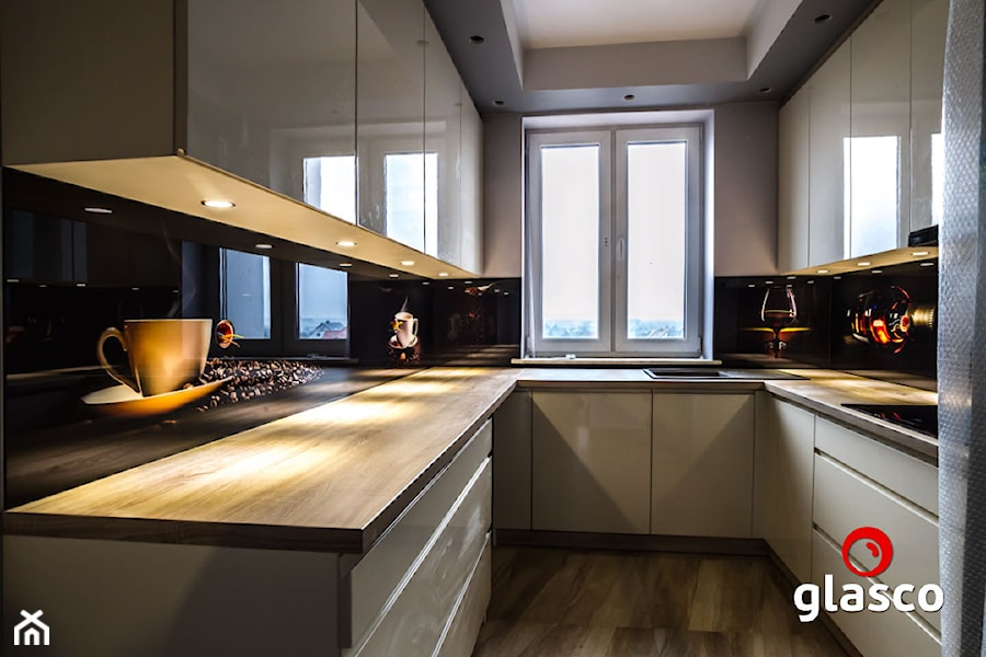 Glasco Liczy się EFEKT - Średnia otwarta wąska szara kuchnia w kształcie litery u z oknem - zdjęcie od Glasco