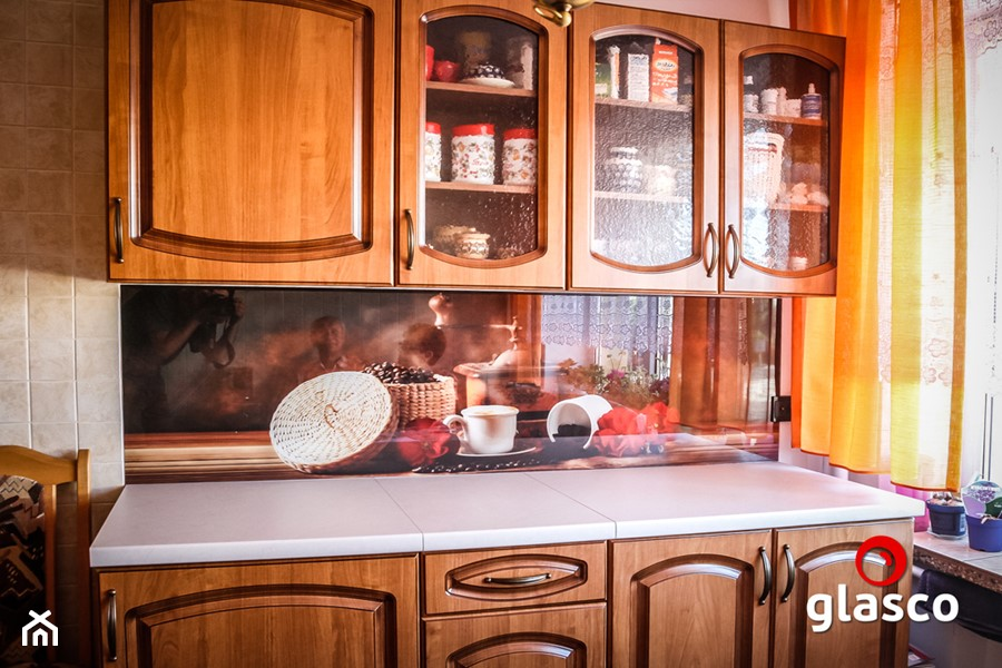 Glasco Liczy się EFEKT - Mała otwarta szara kuchnia jednorzędowa z oknem - zdjęcie od Glasco