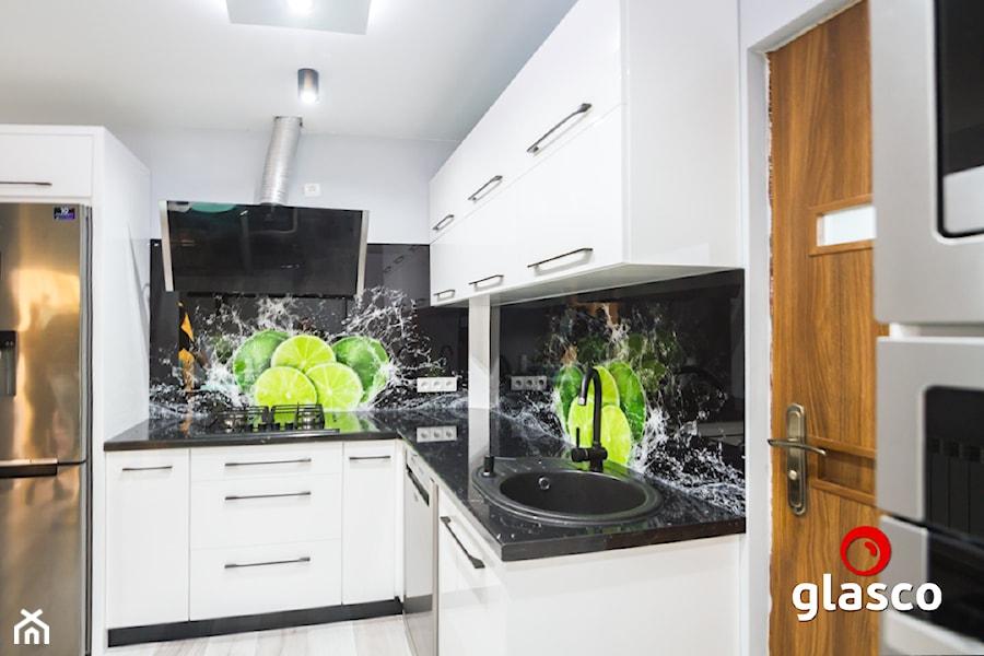 Glasco Liczy się EFEKT - Średnia biała kuchnia w kształcie litery l w aneksie - zdjęcie od Glasco