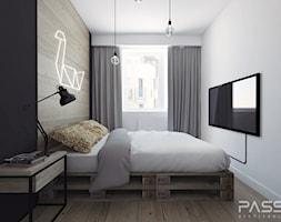 Projekt 12 - Mała biała sypialnia małżeńska, styl skandynawski - zdjęcie od PASS Architekci