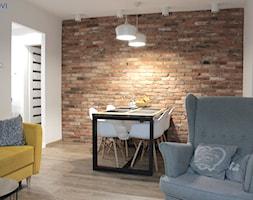 Salon z cegłą - zdjęcie od NOVI_projektowanie - Homebook