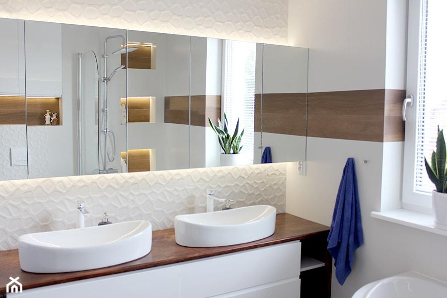 Biała łazienka Z Drewnem Zdjęcie Od Noviprojektowanie