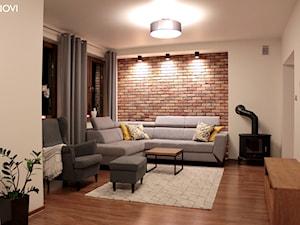 Klimatyczny salon z cegłą - Mały szary salon, styl nowoczesny - zdjęcie od NOVI_projektowanie