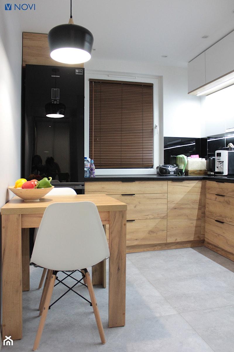 Biało Czarno Drewniana Kuchnia Zdjęcie Od