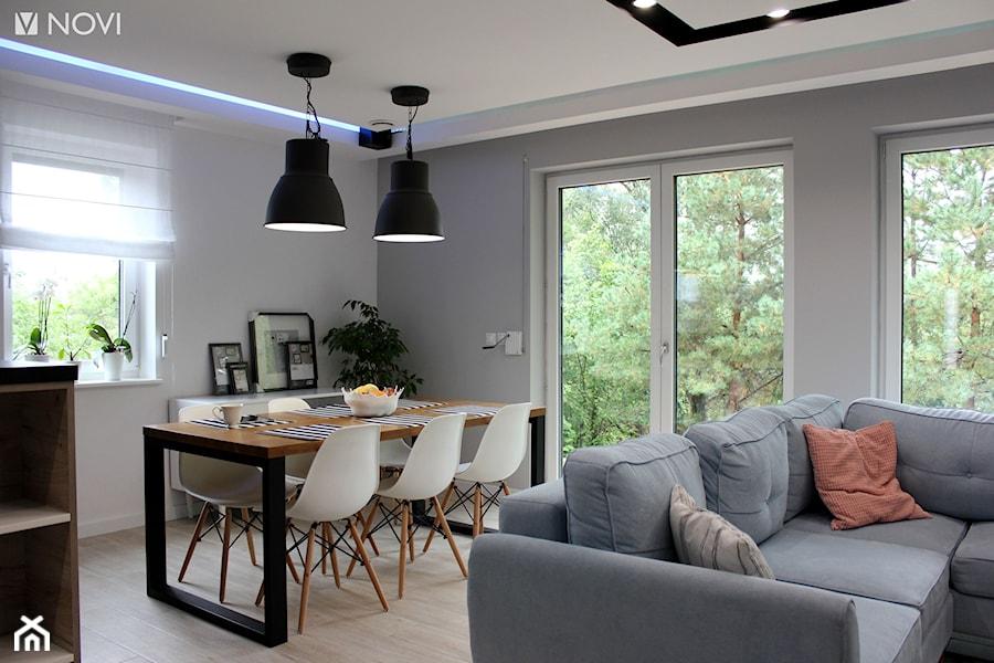 Dom jednorodzinny - Średnia otwarta biała szara jadalnia w salonie, styl industrialny - zdjęcie od NOVI_projektowanie