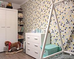 Mieszkanie o powierzchni 62mk - Średni biały szary żółty pokój dziecka dla malucha, styl skandynawski - zdjęcie od NOVI_projektowanie