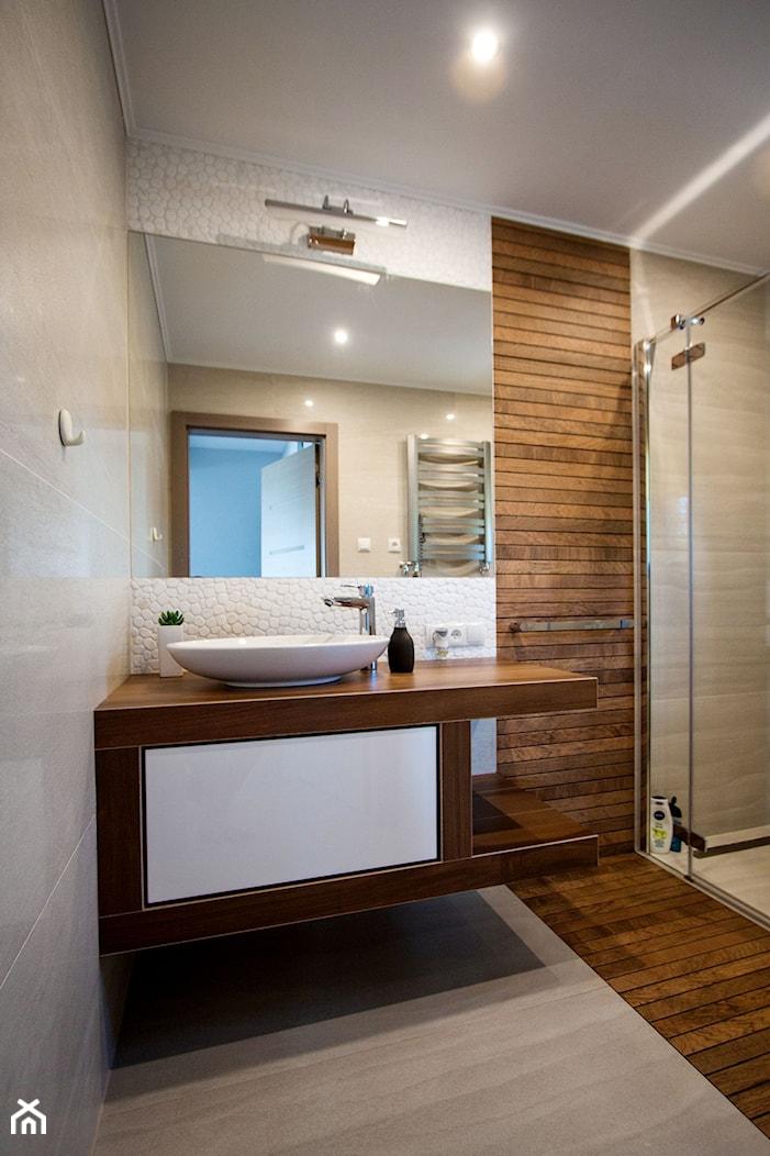 Łazienka w ciepłej stylizacji - zdjęcie od Pracownia Projektowania Wnętrz Małgorzata Czapla - Homebook