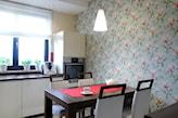 tapeta na ścianie w kuchni