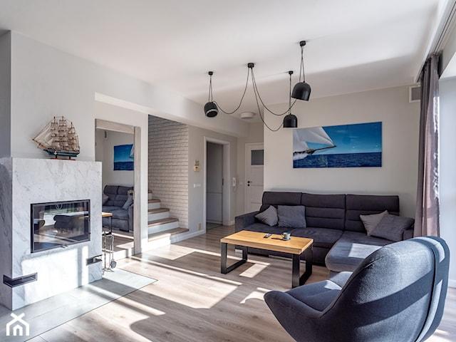 Salon z kuchnią  i holem  w stylu skandynawskim